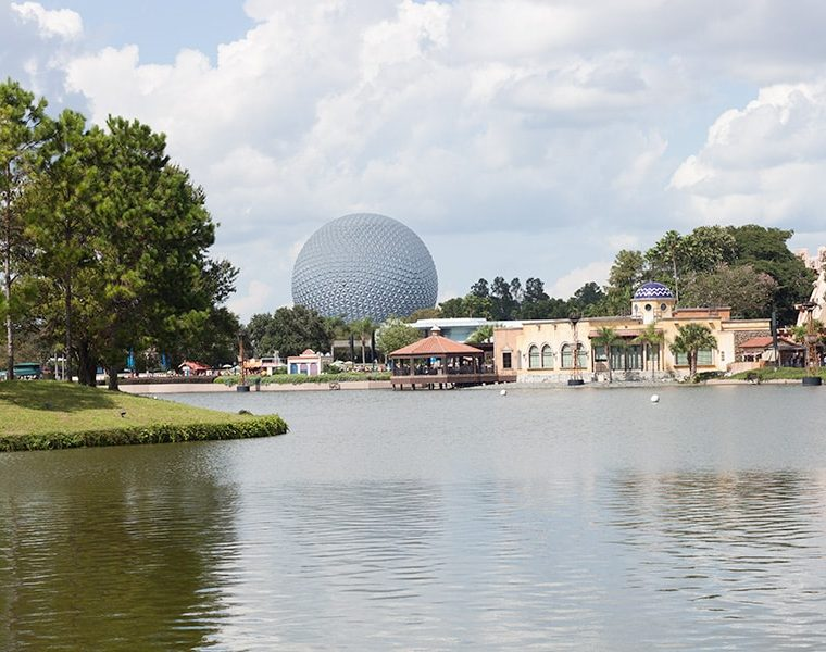 Eating & Drinking Around The World {at Epcot!}