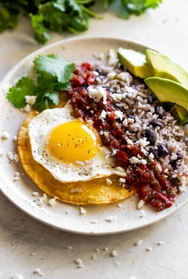 Easy Cuban-Style Huevos Rancheros