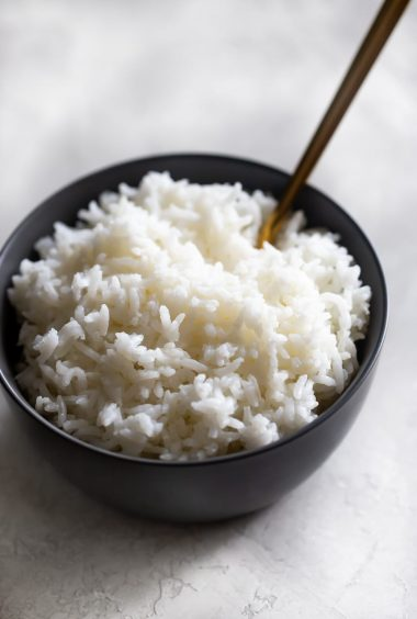 How To Make White Rice (2 Ways!)