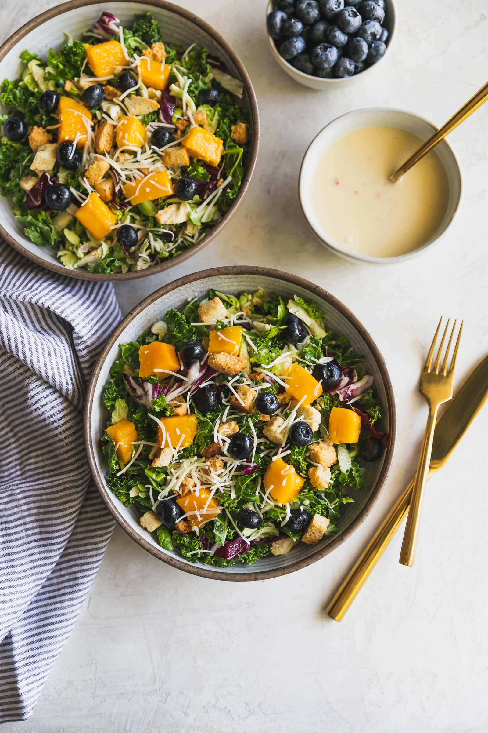 A Summer kale salad made with mango, blueberries, shaved Brussels sprouts, radicchio, Asiago cheese, Parmesan garlic croutons and tangy lemon vinaigrette. Just 3 ingredients!