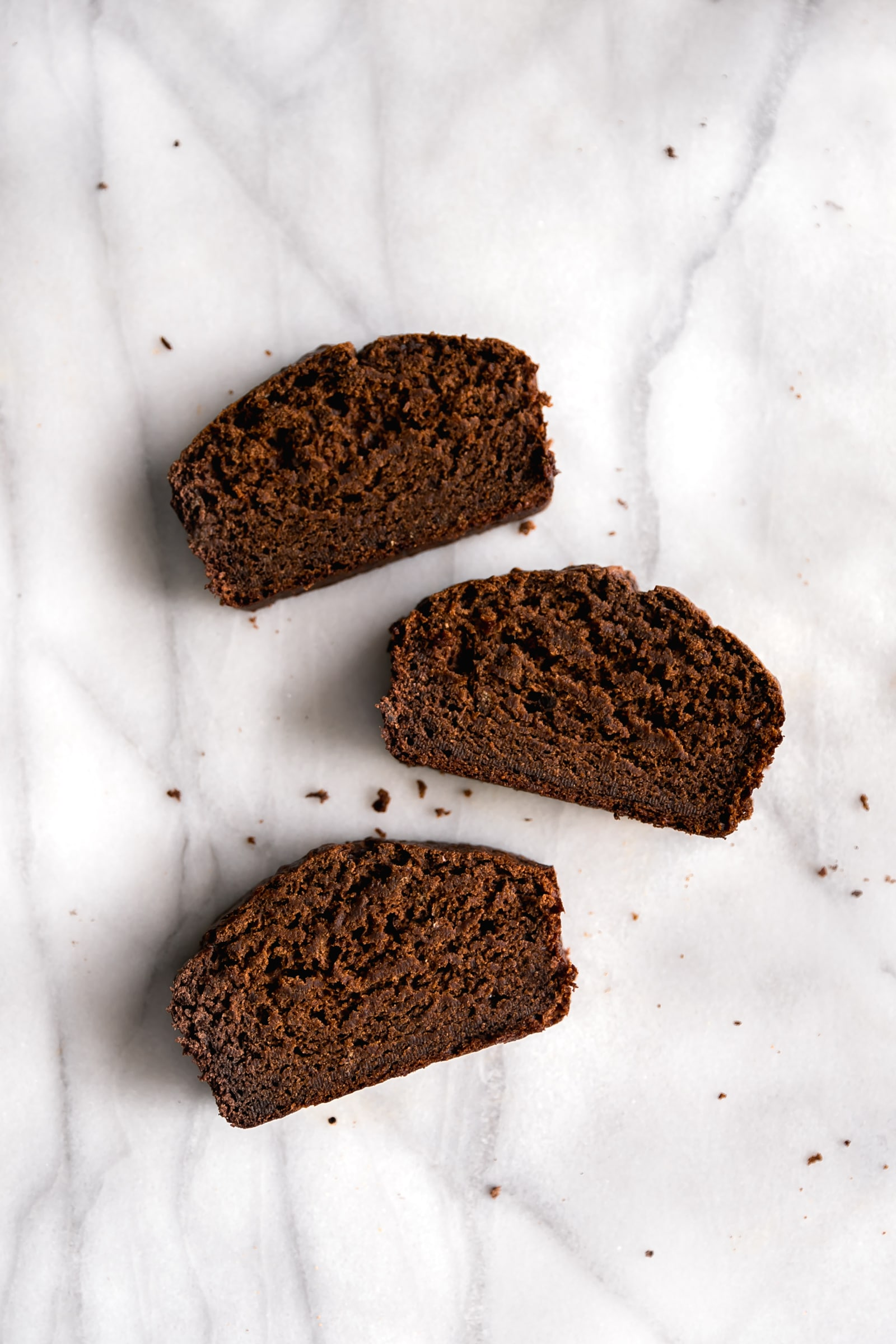 Moist Chocolate Banana Bread. Super moist and deliciously sweet chocolate banana bread made with real cocoa without chocolate chips! Perfect for breakfast or snack.