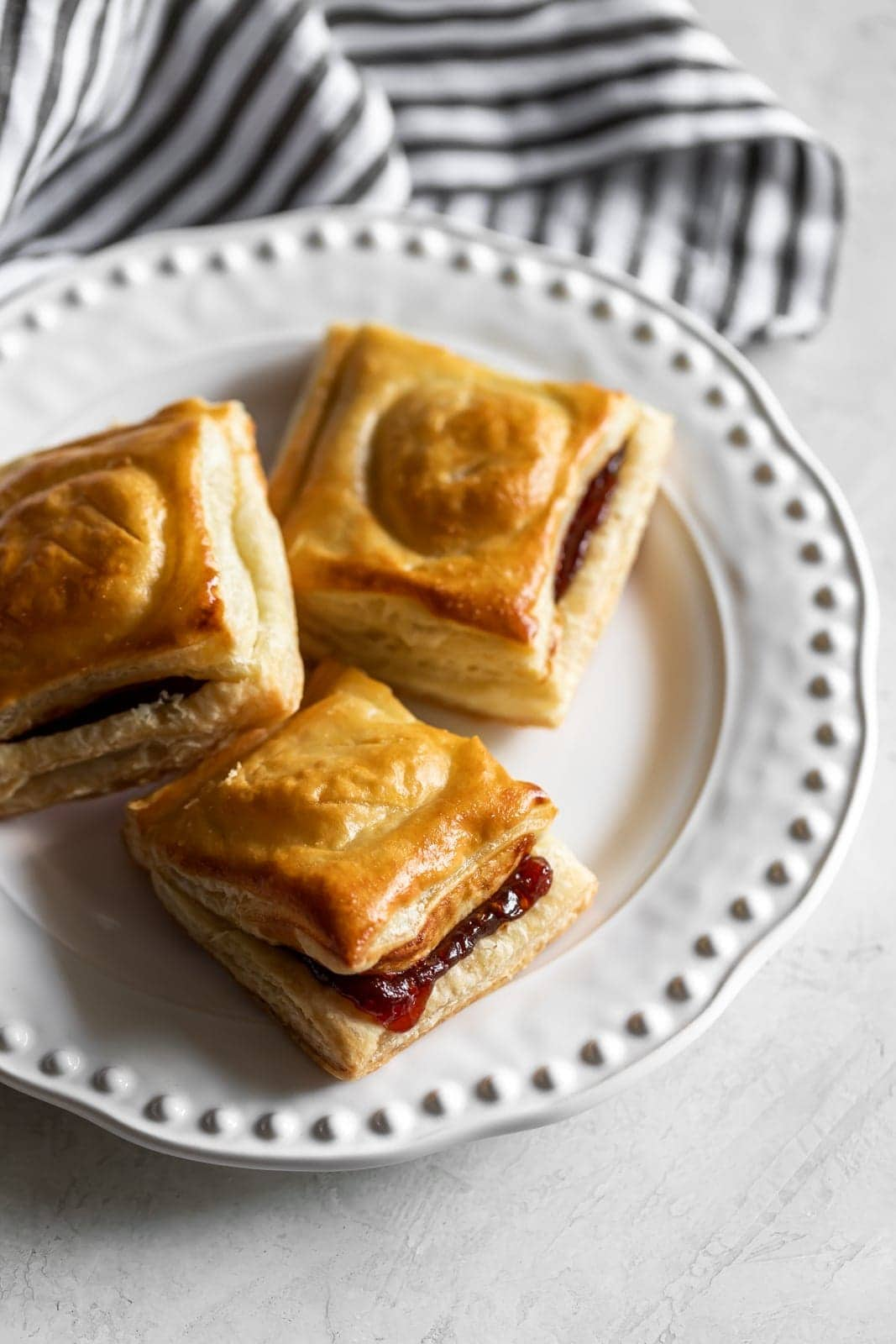 Cuban pastries or turnovers filled with guava paste and cream cheese. Just 4 ingredients make these pastelitos de guayaba y queso come to life!